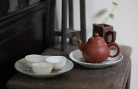 紫砂壶倒茶盖子处漏水是什么原因?