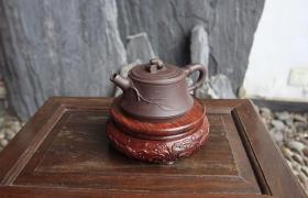紫砂壶清理:茶叶干在紫砂壶上如何清除?