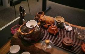 用紫砂壶喝茶,紫砂壶和杯子的摆放有什么讲究?