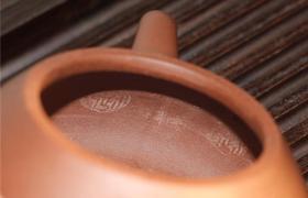 """你知道手工紫砂壶的壶身上有""""泥凳纹""""和""""收缩纹""""吗"""