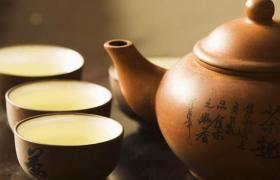 紫砂壶和陶瓷壶泡茶哪个会好一些