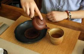 紫砂壶和陶瓷壶之间泡茶会有什么不同