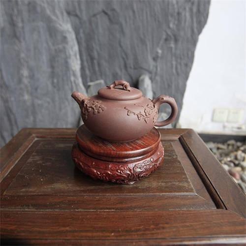 紫砂壶与茶:红茶用什么泥的紫砂壶?